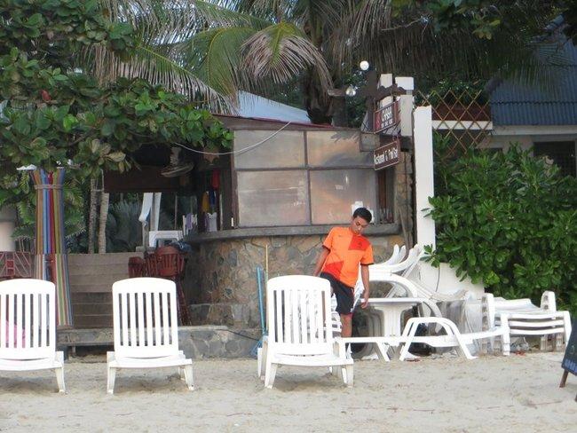 Шезлонги на пляже Таиланд