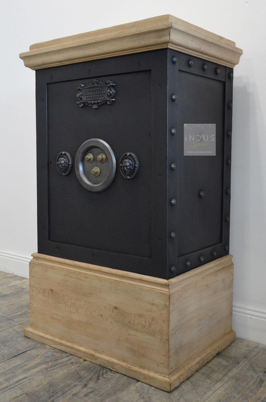 ancien coffre fort bauche. Black Bedroom Furniture Sets. Home Design Ideas