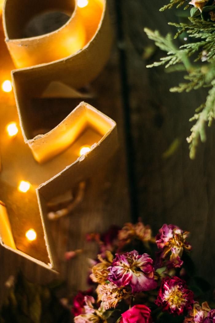Letra de luces cartón diy