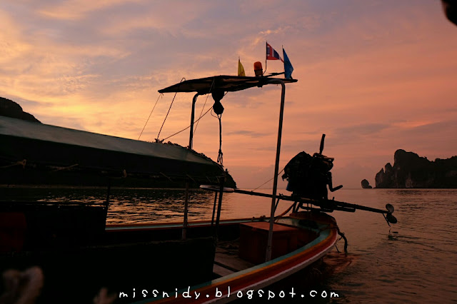 sunset tour in phiphi island