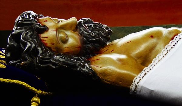 Cristo Yacente en el Sepulcro. Iglesia de Santa Nonia. Cofradía de Nuestra Señora de las Angustias y Soledad. León. Foto. G. Márquez.