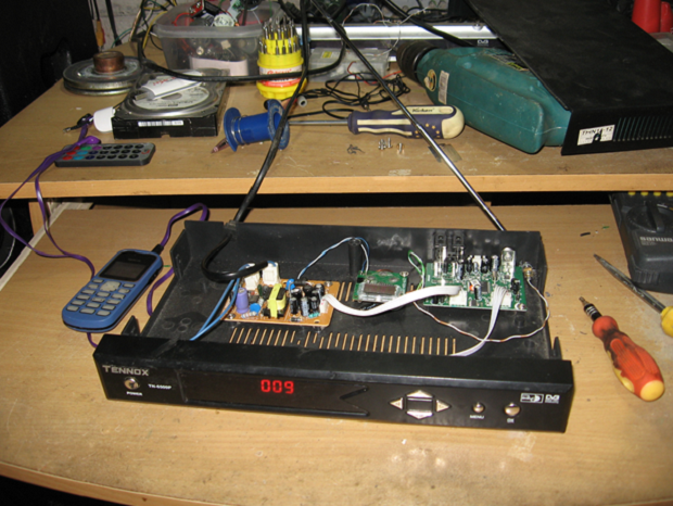 Modifications receiver parabola into 87.5 FM transmitter