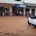 Chuva alaga ruas de Baixa Grande