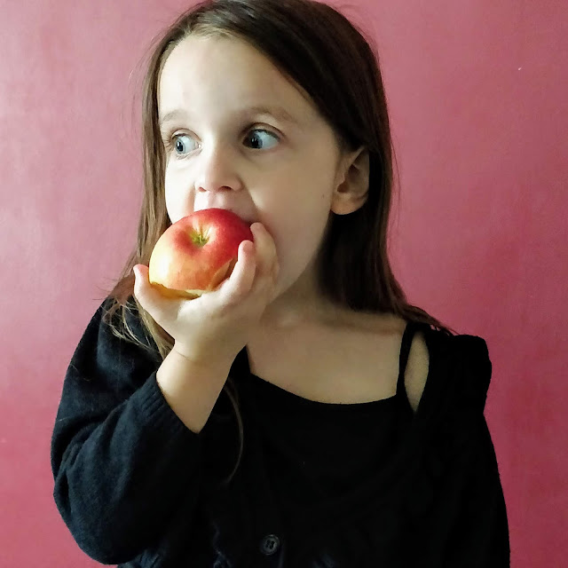 Aviel eats an apple