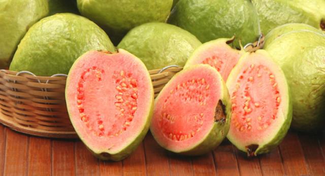 Nettoyez votre thyroïde, réparez la mémoire, et 8 autres choses qui se produisent lorsque vous mangez la goyave