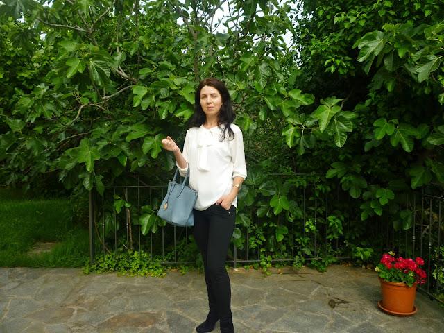 biala bluzka stylizacje, white and blue outfits