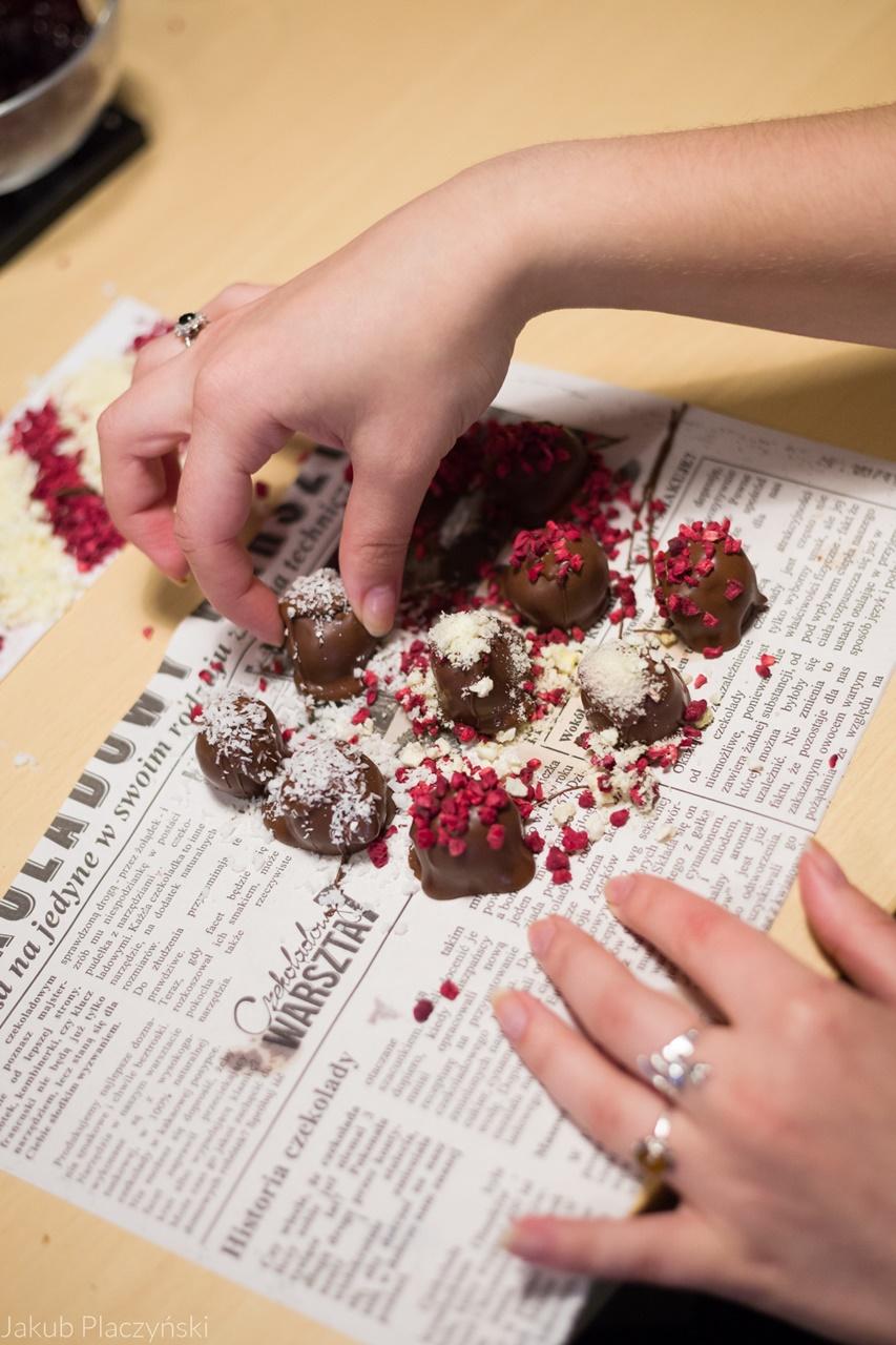 22 warsztaty pralin warsztaty czekolady pomysł na prezent jak wyglądają warsztaty manufaktura czekolady piotrkowska 217 łódź