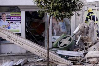 Fotografia do prédio que desabou em Famalicao