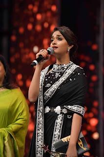 Keerthy Suresh in Black Saree Giving Speech at SIIMA Awards 2019 2