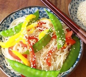 sesame soba ramen noodles with sesame seeds