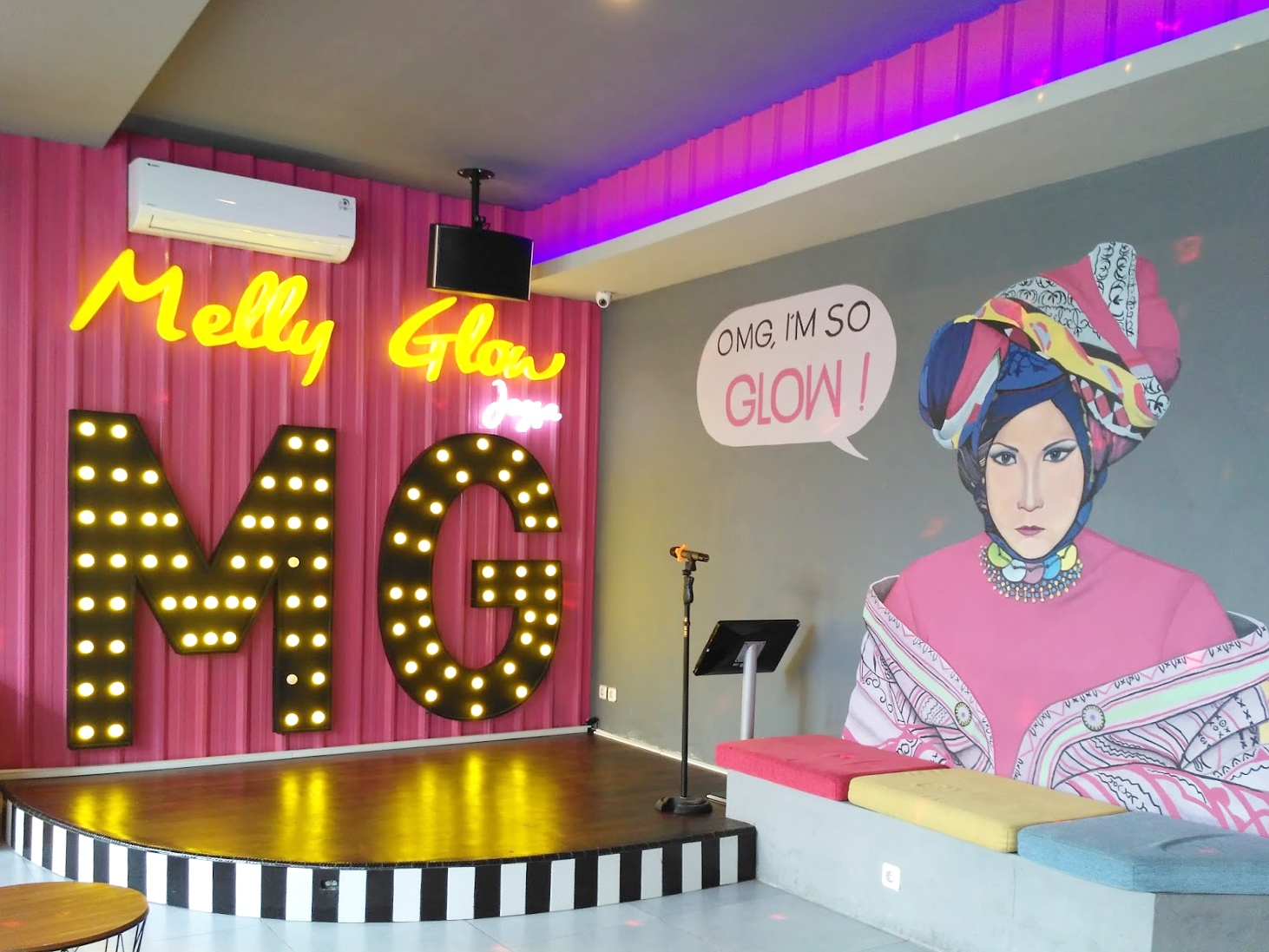 Nyanyi dan dansa di melly glow karaoke jogja a girl for Terrace karaoke jogja