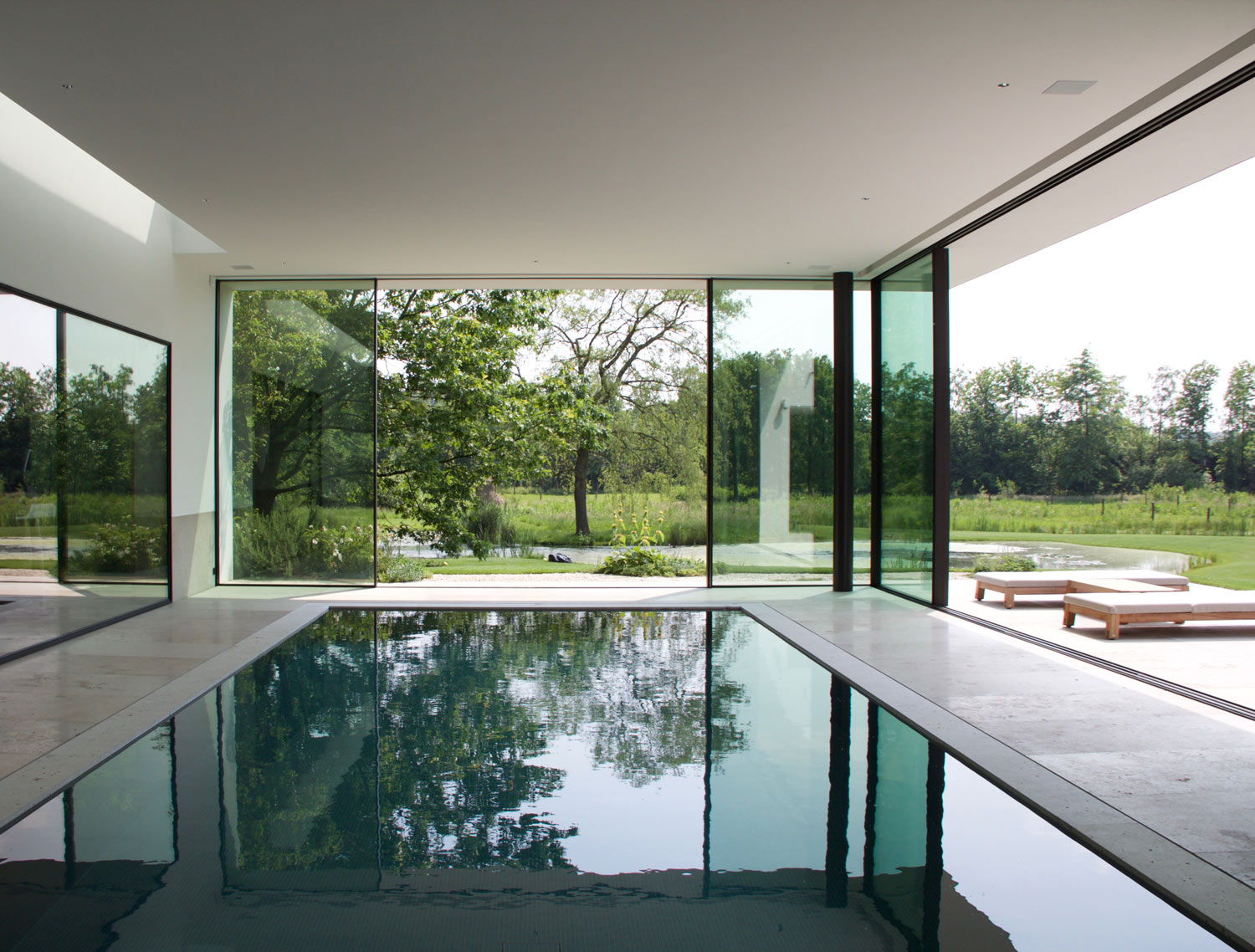 Simplicity love the ghent villa belgium dirk heveraet for Indoor pool design guide