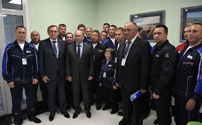 Vladimir Putin with the workers of Nizhne-Bureiskaya Hydroelectric Power Plant.