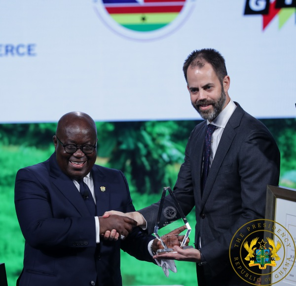 President Akufo-Addo Receives 2018 Outstanding Leader's Award