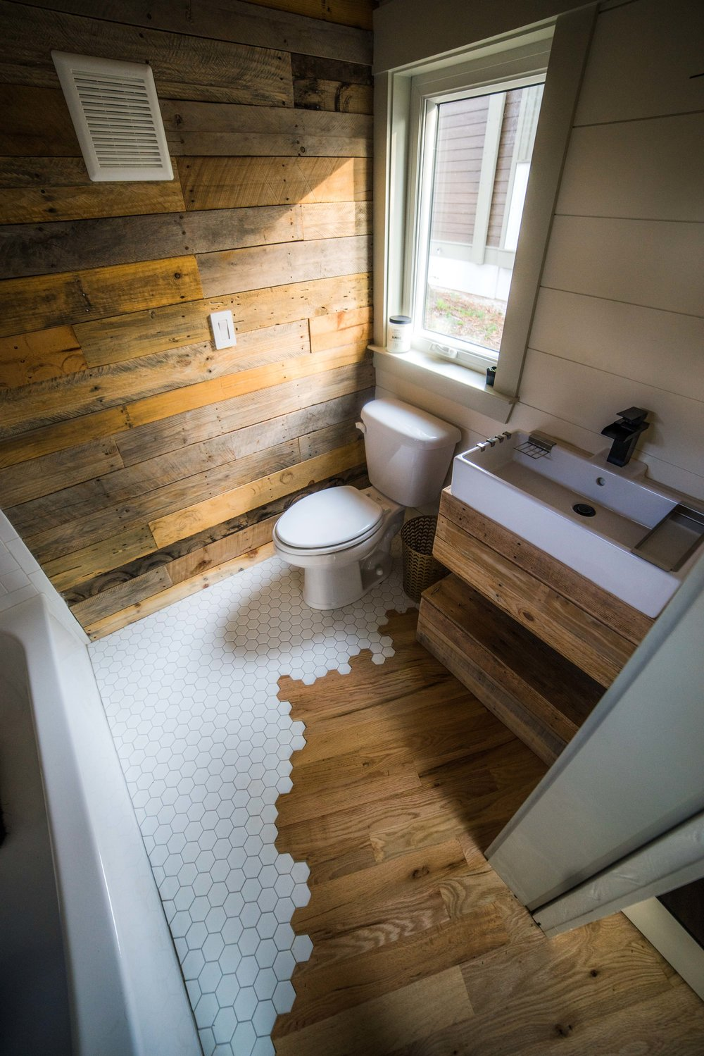 TINY HOUSE TOWN: The Legacy From Wood & Heart Building Co on Contemporary:kkgewzoz5M4= Small Bathroom Ideas  id=46118