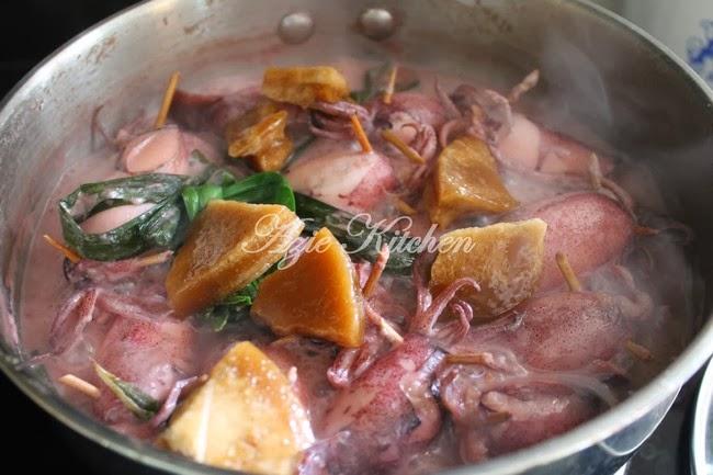 Ketupat Sotong Azie Kitchen