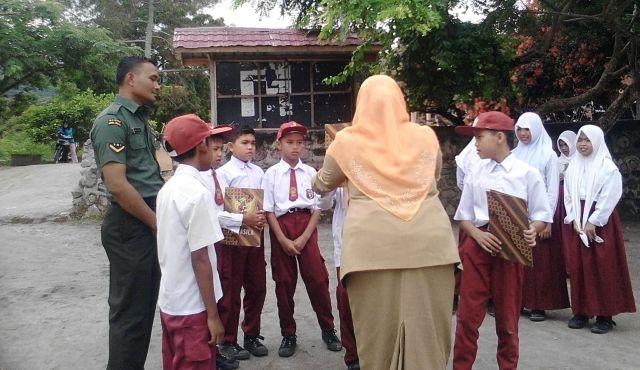 Babinsa Tanamkan Wawasan Kebangsaan Kepada Pelajar SD