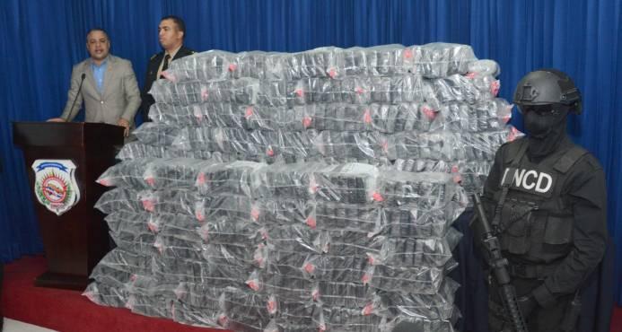 DNCD apresa dos extranjeros y busca otros por alijo de 499 paquetes de droga