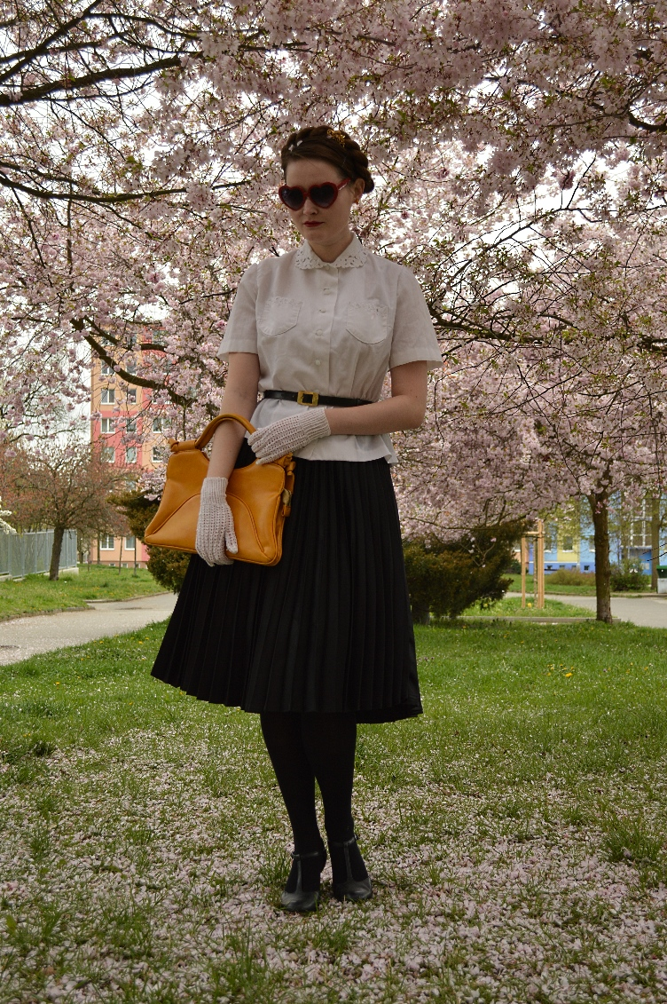 dior new look, 1950s, quaintrelle, georgiana quaint, fashion blogger, pleated skirt, vintage, Tamaris, cherry blossom