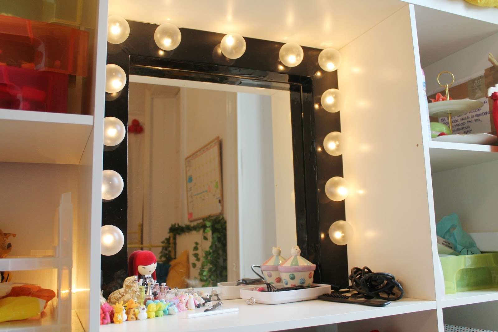 Now that 39 s pretty diy dressing room mirror for Bedroom designs with attached bathroom and dressing room
