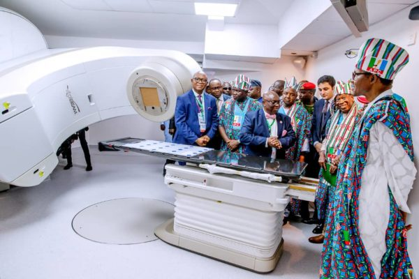 Buhari on a facility tour of the NSIA/LUTH cancer centre in Lagos