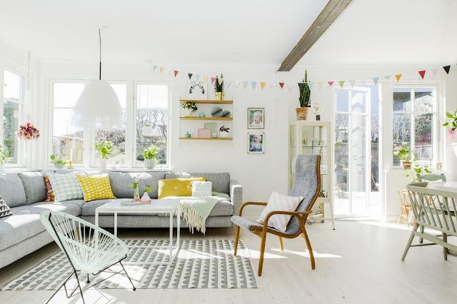 Decor rustic, vesel și colorat într-o casă Donsö, Suedia