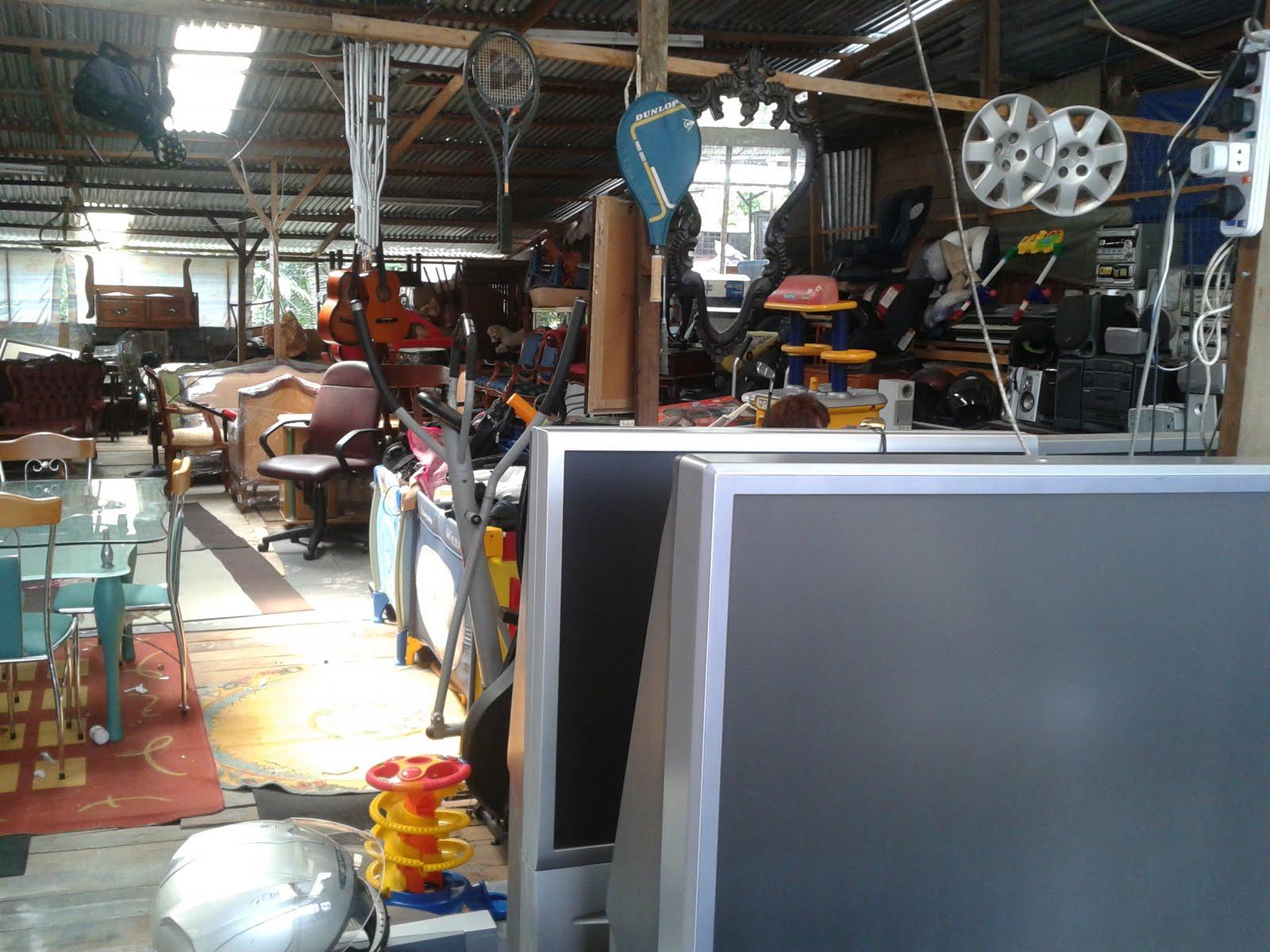 Johor Ke Terengganu Rengit 3 Kedai Barang Terpakai