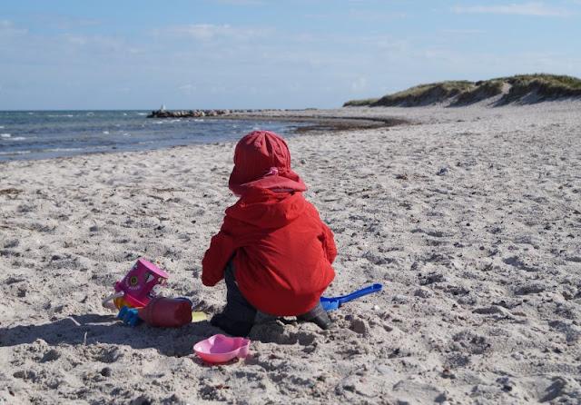 Kennt Ihr schon den Strand von Wendtorf? Auf Küstenkidsunterwegs zeige ich Euch diesen wunderschönen naturbelassenen Strand, der im Naturschutzgebiet Bottsand liegt!