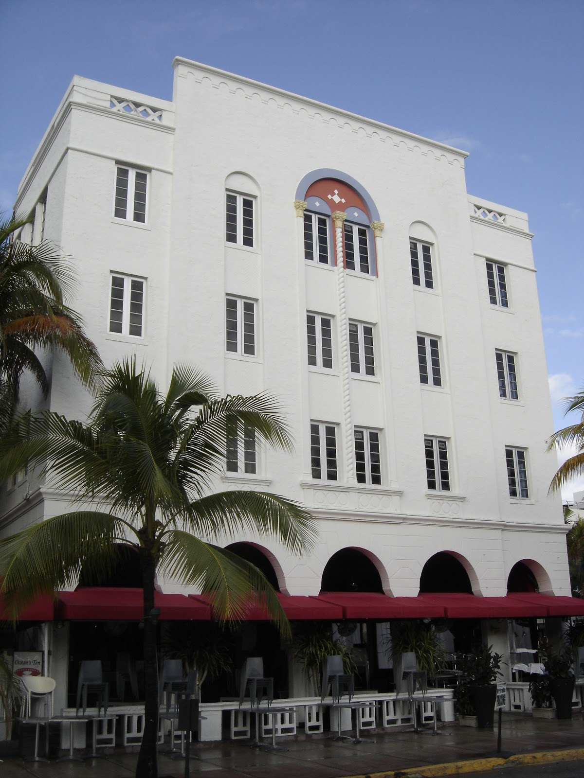960 Ocean Drive A Henry Hohauser Design From 1935 This Hotel Is Kind Of An Interesting Mix Art Deco And Mediterranean Revival