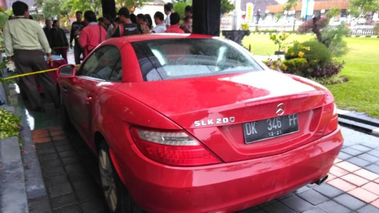 Sadis,Tergiur Mercedes-Benz SLK 200, Winda Bunuh Majikan WN Belanda