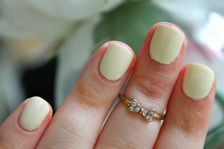 L'Oreal Perfection Colour Riche Nail Polish in 850 Lemon Meringue