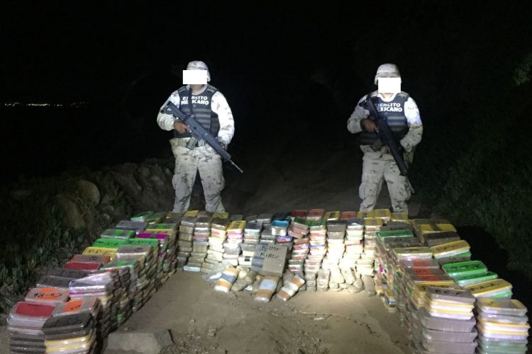 Militares aseguran más de media tonelada de droga en Ensenada
