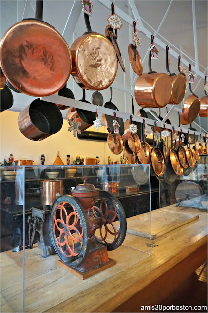 Mesa Central y Baterías de la Cocina de Marble House, Newport