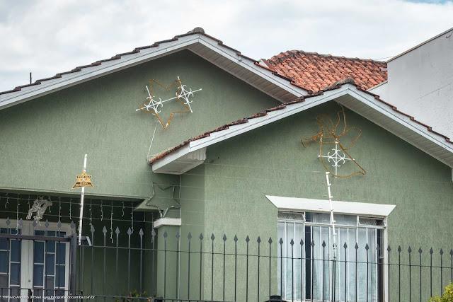 Casa com ornamentos de ferro - detalhe