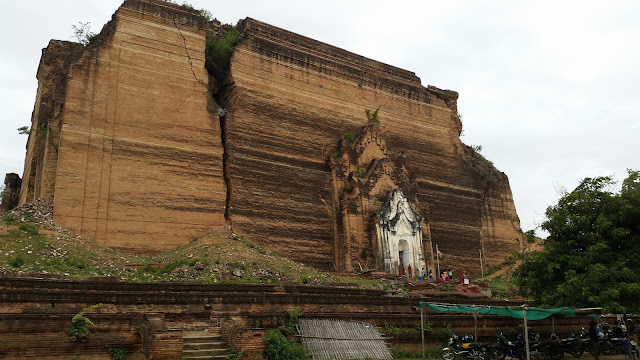 Estupa inacabada de Mingun