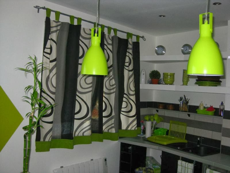 des rideaux cuisine pour mettre sur la fen tre de modele. Black Bedroom Furniture Sets. Home Design Ideas