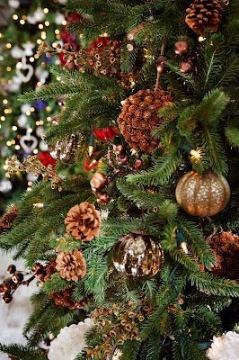 La Navidad se envuelve de flores con Llorens & Durán