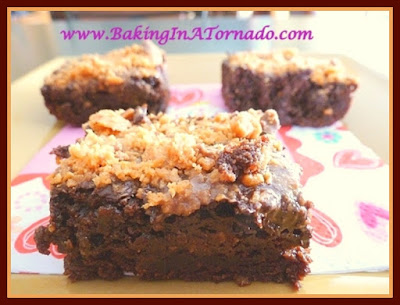 Butterfingers Brownies | www.BakingInATornado.com | #recipe