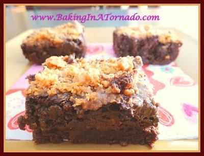 Butterfingers Brownies | www.BakingInATornado.com | #recipe