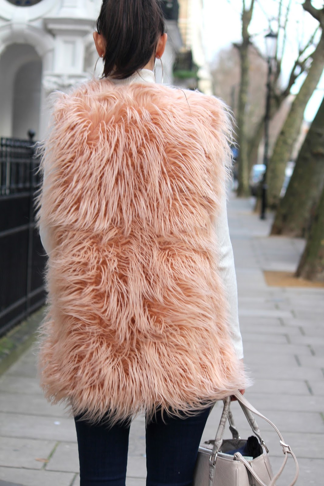 peexo fashion blogger wearing pink shaggy gilet