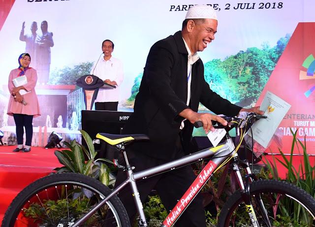 Jokowi Serahkan 5 Ribu Sertifikat untuk Warga Sulawesi Selatan