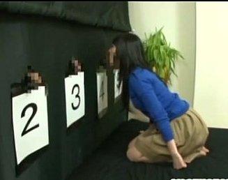 เกมโชว์ญี่ปุ่นxxx ทายถูกรับ1ล้าน ทายผิดเมียโดนเย็ดต่อหน้าผัวที่ถูกจับมัดให้นั่งดูอยู่!