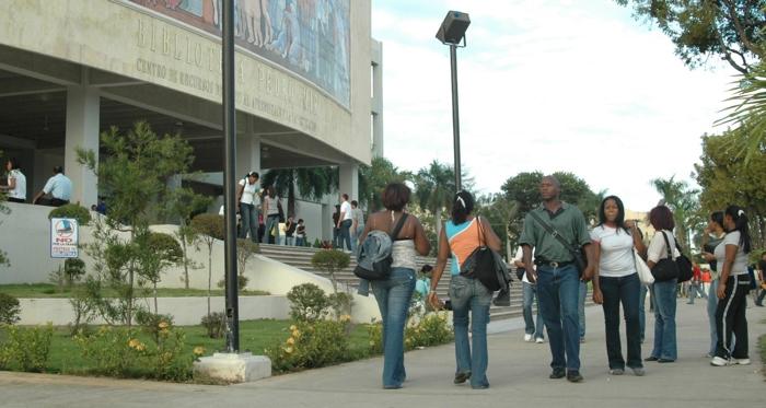 UASD congela nómina de empleados por seis meses