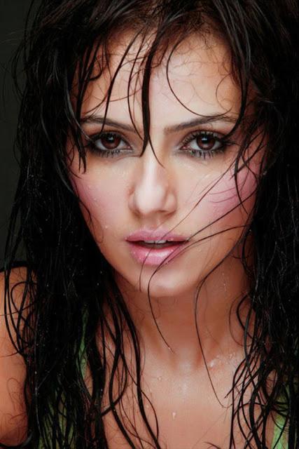 Sana-Khan-Face-Beautiful-Image