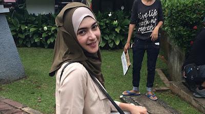 Sinetron yang dibintangi oleh Artis Kenamaan Indonesia Nabila Syakieb yang ditayangkan di  Model Jilbab Najwa Cinta Dilangit Taj Mahal Terbaru 2018