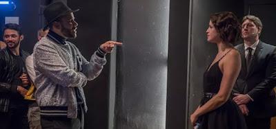 Hugo Gloss vai esculachar Josiane (Agatha Moreira) na porta da balada em A Dona do Pedaço
