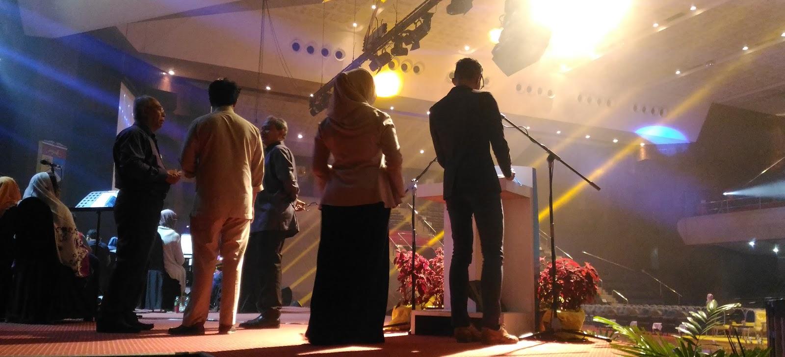 konsert di raja Kangar – raja perlis tuanku syed sirajuddin jamalullail berkenan berangkat ke konsert diraja sempena sambutan ulang tahun keputeraan baginda ke-72 di dewan 2020 di sini, malam tadi.
