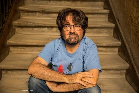 DE AQUÍ Y DE ALLÁ Entrevista a Juan Casamayor (Homenaje al Mérito Editorial, FIL 2017) | Manuel Vazquez