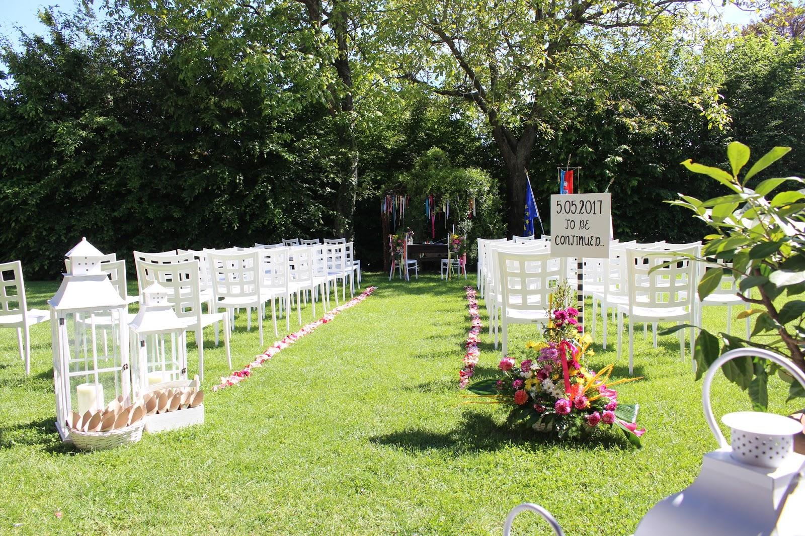 Lanterne e fiori colorati per rito civile