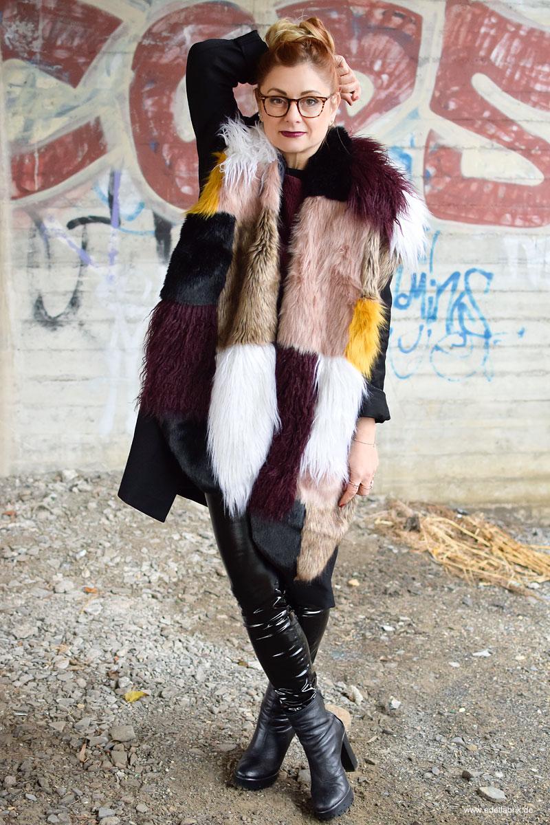 schwarze Lackleder Leggings von H&M, Fake Fur, River Island
